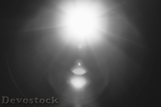 Devostock Black And White Lights Sun Ray Of Sunshine 4K