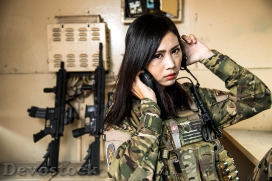 Devostock FEMALE SOLDIER CAMOUFLAGE CLOTHING