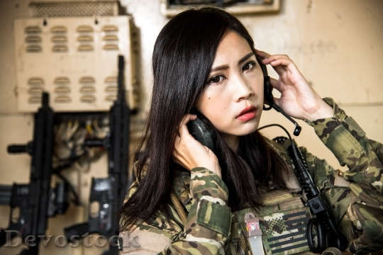 Devostock FEMALE SOLDIER COMMUNICATE HEADSET