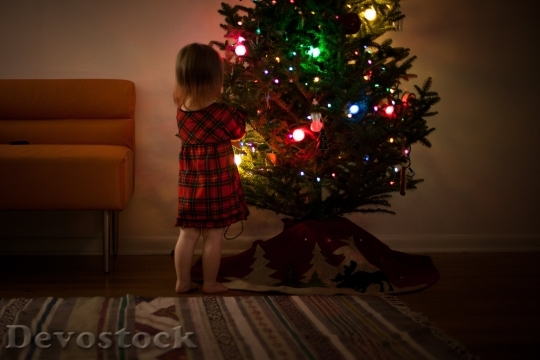 Devostock Girl Christmas Tree Lights 4K
