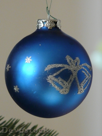Devostock Glass Ball Christmas Ornamnt 4 4K