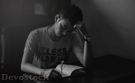 Devostock Man Reading Lights 4K