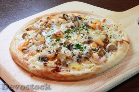 Devostock PIZZA WITH MUSHROOMS