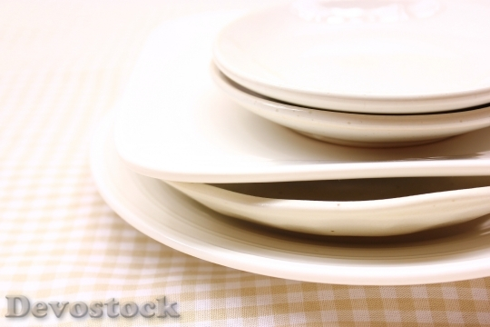 Devostock PLATES STACKED Table
