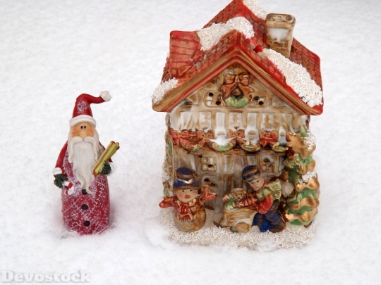 Devostock Santa Home Snow Whte 0 4K