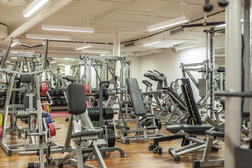 Devostock SPORT GYM TRAINING MACHINES PLACED