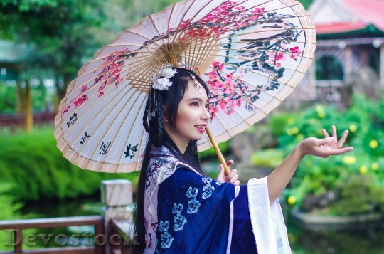 Devostock TAIWANESE WOMAN  TANG UMBRELLA HAN COSTUMES