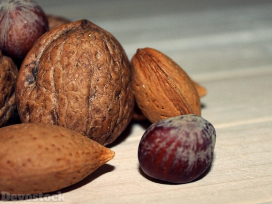Devostock Walnut Nuts Hazelnut Alonds 4K