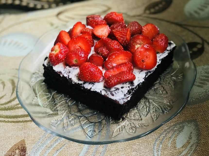 Brownies with strawberries