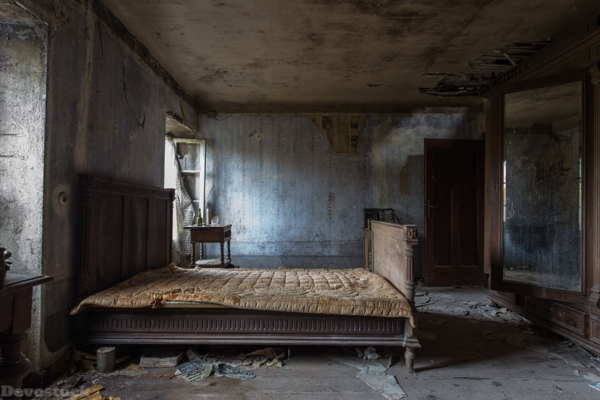 Devostock Abandoned Architecture Bed Old Room 4k