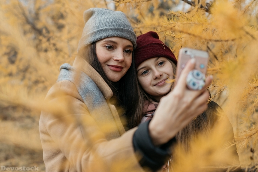 Devostock Autumn Mother Daughter Love Family Selfe 4K