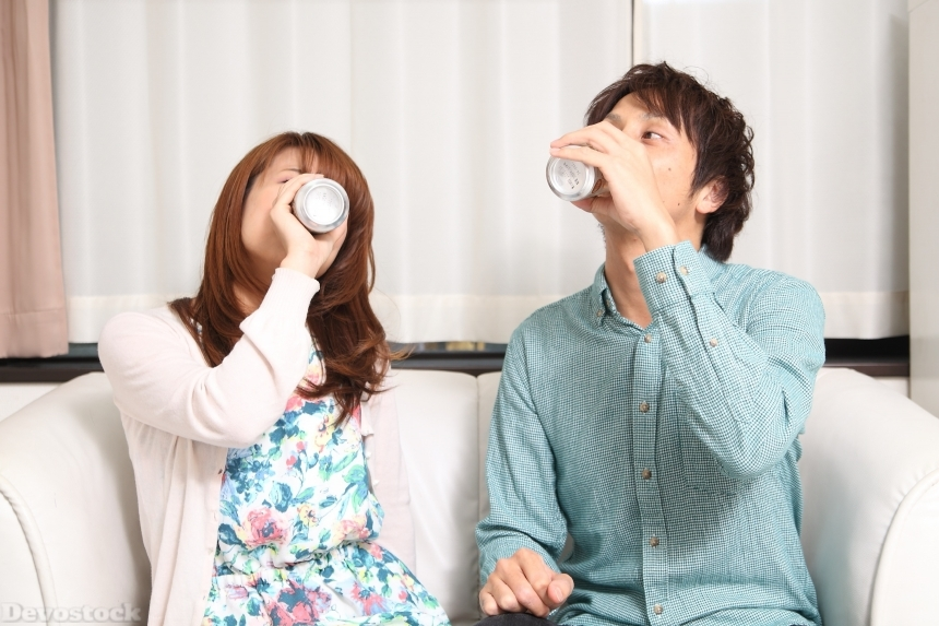 Devostock Beautiful Couples Husband Wife Drinking Canned Soda 4k