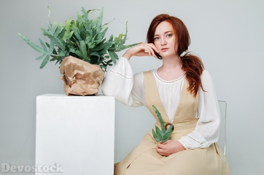 Devostock Beautiful Girl Red Hair Fashion Elbow Plant 4k