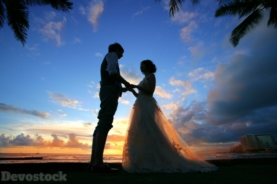 Devostock Beautiful Hawaii Sunset Wedding Bride Groom 4k