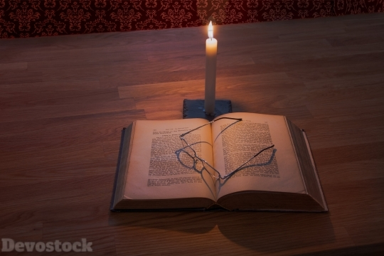 Devostock Book Light Candle Glasses