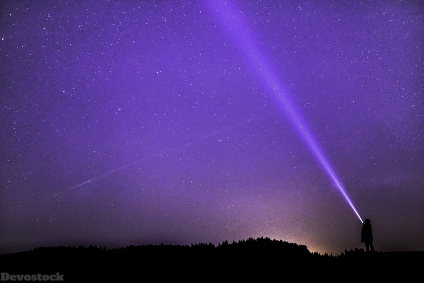 Devostock Clear Night Man Beam Laser Light Purple 4k