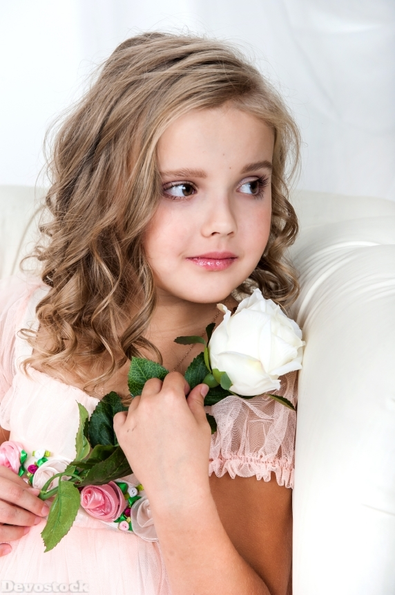 Devostock Cute Kid Little Girl White Flowers 4K