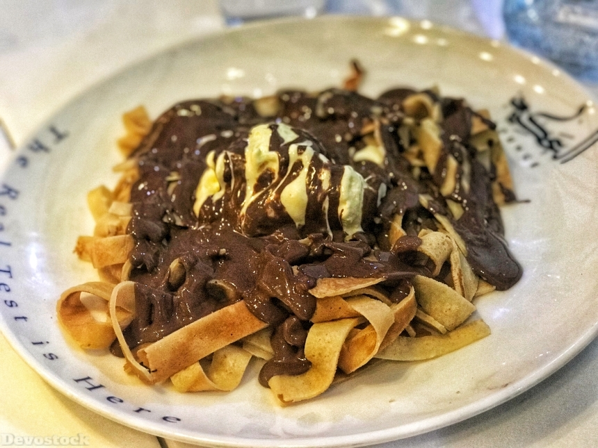 Devostock Fettuccine crepes with chocolate