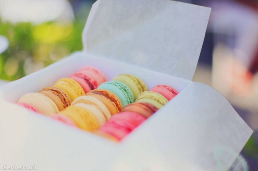 Devostock Food Colorful Sugar Sweets Macaroons Box 4k