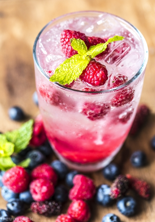 Devostock Food Iced Water Fruits Fresh Blueberries Raspberries Mint 4k