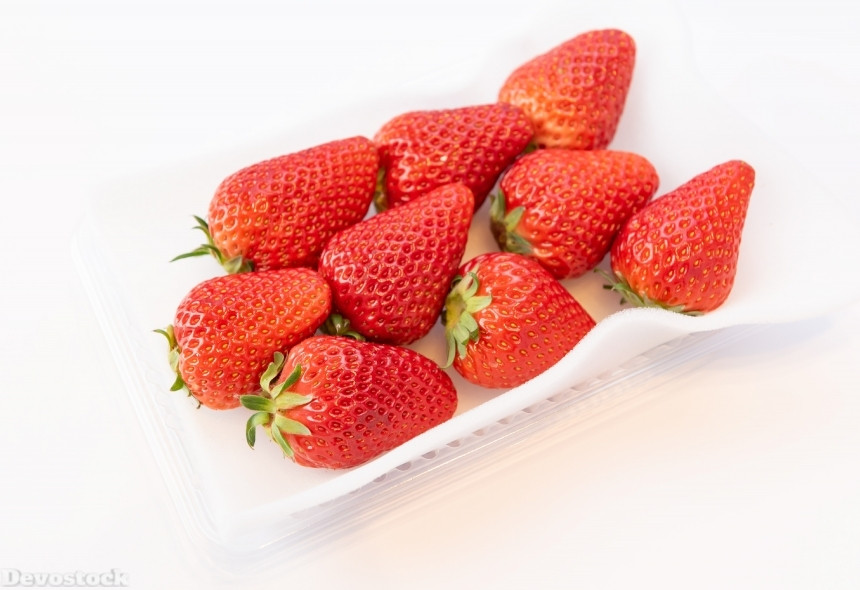 Devostock Fruits Food Healthy Strawberry White Background plate 4k
