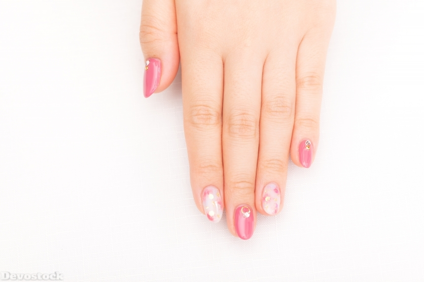 Devostock Girl hand Fingers Nail Arts Pink White Color 4k