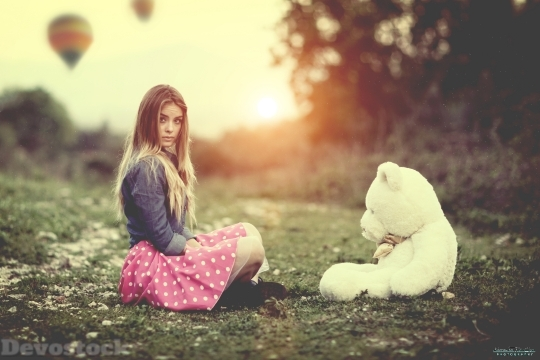 Devostock Girl With Teddy Bear 4K