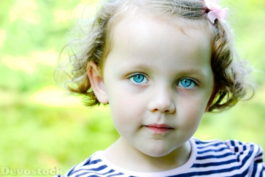 Devostock Little Girl Blue Eyes 4K