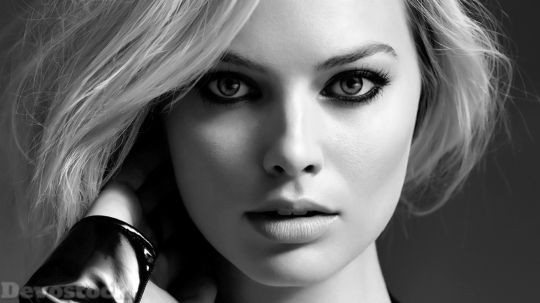 Devostock Margot Robbie 2018 Monochrome S8 4K
