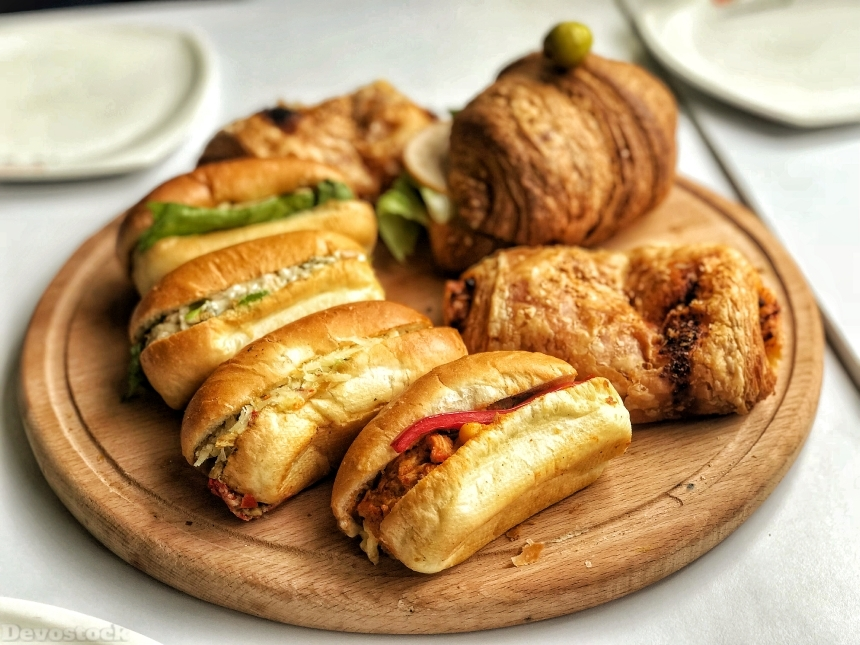 Devostock Mini chicken sandwiches and croissant