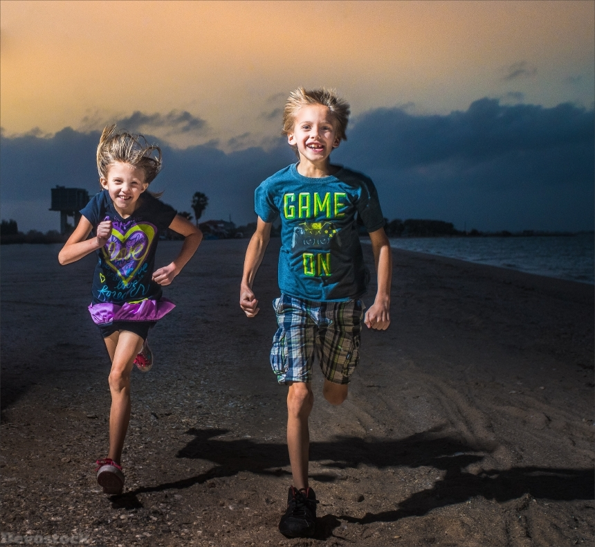 Devostock Nature Boy Girl Siblings Brother Sister Friends Running Dark Beach 4k
