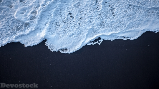 Devostock Sea Foam Black Sand 4k 5c 4K