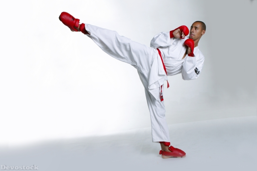 Devostock Sport Karate House Man Traning High Kick 4k