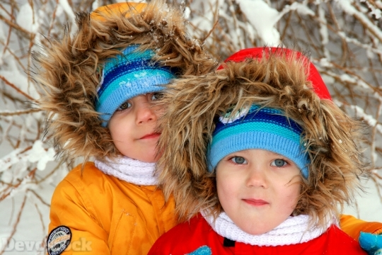 Devostock Twins Brothers Winter Snow 0 4K