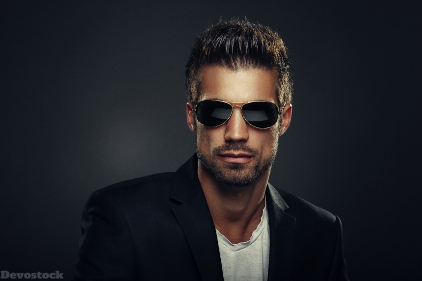 Devostock Portrait of men with sunglasses