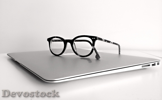 Devostock apple-computer-eyeglasses-159417