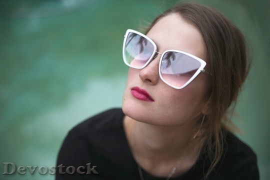 Devostock beautiful-beauty-model-cute-1129045