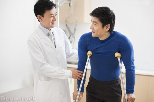 Devostock Patient with crutches