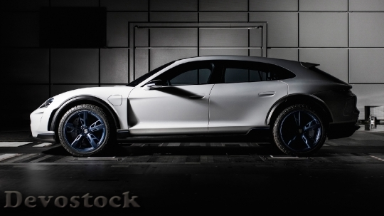 Devostock Porsche Mission E Cross Turismo