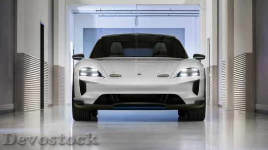 Devostock Porsche Mission E Cross Turismo 1