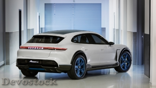 Devostock Porsche Mission E Cross Turismo 3