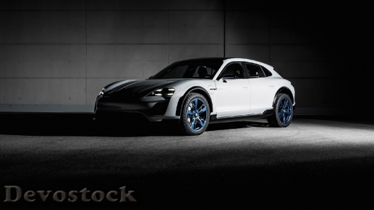 Devostock Porsche Mission E Cross Turismo 9