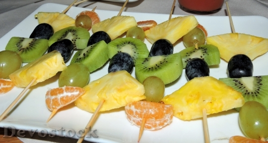 Devostock Fruit Skewer Pineapple Grapes