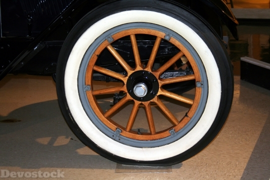 Devostock Wheel Spokes Whitewall Tire